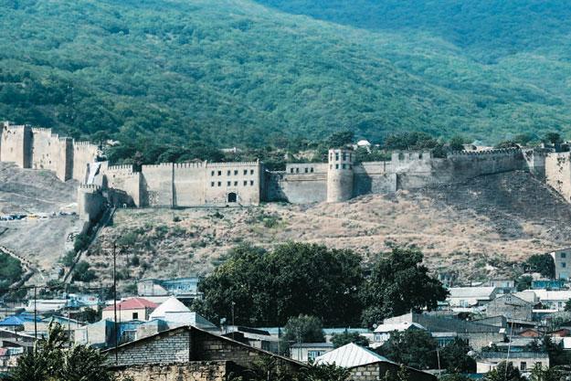 Дербентская крепость Нарын-кала входит во всемирное наследие ЮНЕСКО, но пока не слишком избалована вниманием туристов Фото: ИТАР-ТАСС